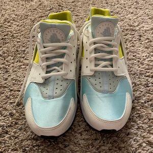 8.5 Women's Nike Air Huaraches